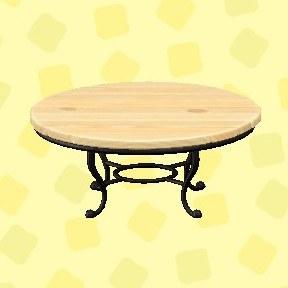 ナチュラルなガーデンテーブル