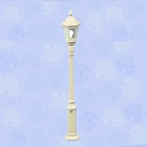 森 白い 街灯 あつ
